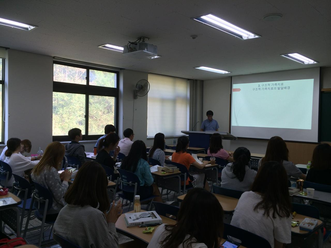 7c4cac28452b 박우철 부소장이 9월 22일 한국교원대학교 가정교육과 학생들을 대상으로 가족치료 특강을 진행하였습니다.